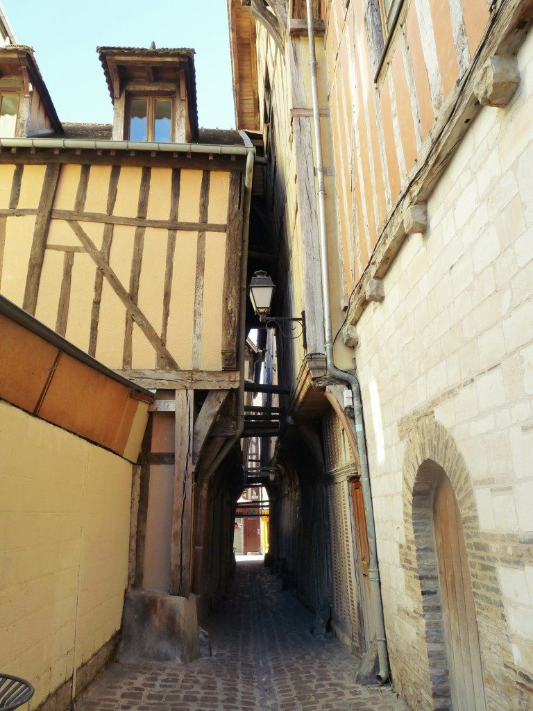 troyes-ruelle-768x1024
